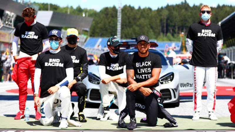 Aksi dukungan untuk #BlackLivesMatter di GP Austria, Minggu (5-7-2020). (Foto: gettyimages)