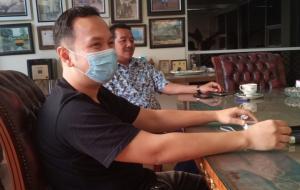 TB Adhi, menawarkan latihan bersama di sirkuit Suwarnadwipa Muara Bungo sebelum mobil dibawa pulang ke Jakarta. (foto : bs)