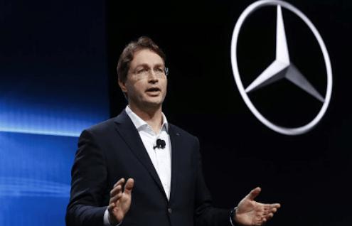CEO Daimler AG Ola Kallenius, sepakat dengan Toto Wolff untuk pertahankan Valtteri Bottas di Mercedes. (Foto: thejudge)