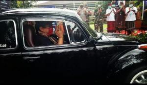 Cok Ace pimpin turing 150 mobil klasik keliling Pulau Bali sosialisasi New Normal