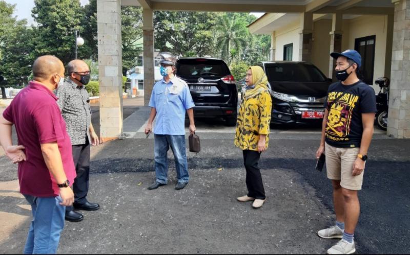 Ketum IMI DKI Anondo Eko (kiri) bersama pihak Kemensos saat melakukan survei di Pusdiklat Kemensos Margaguna, Pondok Indah Jakarta Selatan, Jumat (10/7/2020) tadi siang