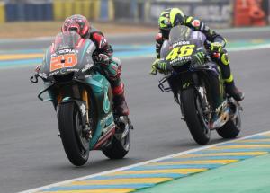 Fabio Quartararo (Petronas Yamaha Srt) dan Valentino Rossi (Yamaha), tukar posisi mulai musim 2021. (Foto: therace)