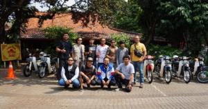 Komunitas Honda Astrea Prima ini menyukai Nasi Liwet di resto Warung Solo, Jeruk Purut, Jakarta Selatan.