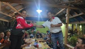 Alex dan Fauzi salam komando sesaat setelah terpilih. (foto : ist)