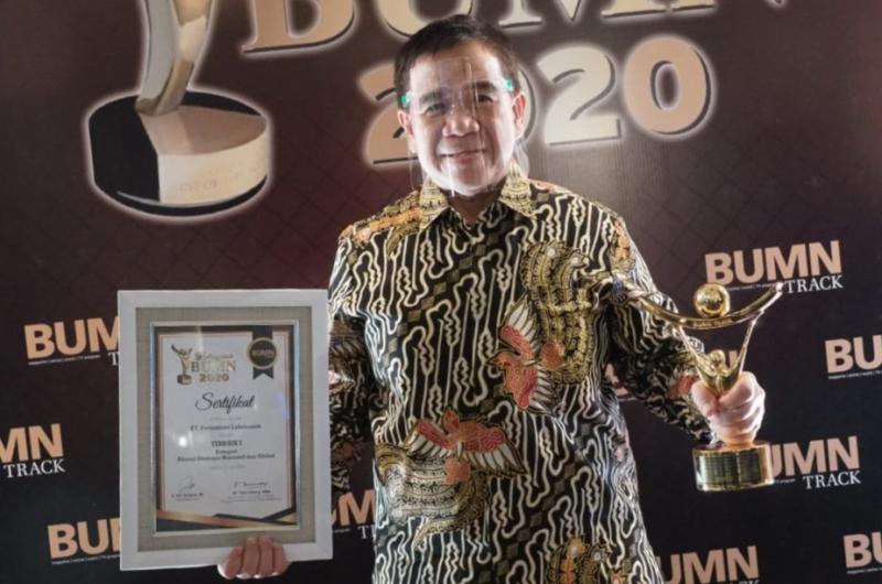 Penghargaan diterima langsung oleh Direktur Sales & Marketing PT Pertamina Lubricants, Andria Nusa.
