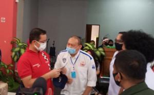 Anondo Eko (tengah) selaku Ketum IMI DKI Jakarta tampak akrab ngobrol dengan Menteri Sosial Juliari Batubara