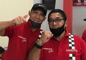 Donny SQ (kanan) bersama Oke Junjunan di acara bansos Kemensos Jakarta, Sabtu (11/7/2020) lalu.