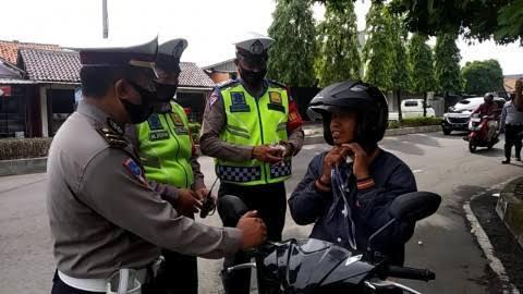 Pengendara motor kena denda Rp 250 ribu jika kedapatan nggak pakai masker di Jakarta