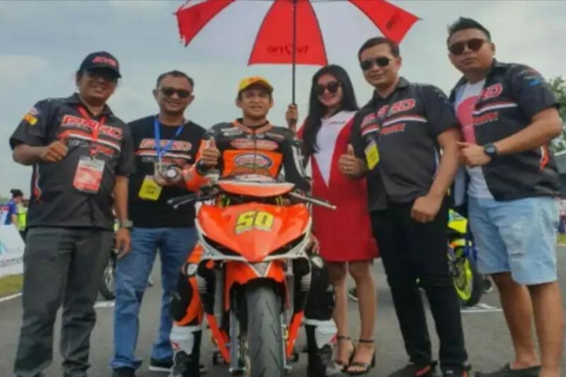 Rafid Topan Sucipto bersama tim PARD milik Frits Yohanes di Oneprix tahun lalu, pecahkan rekor nilai kontrak pembalap Indonesia