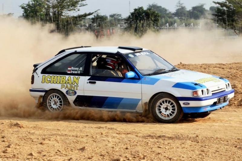Ronny JS dengan Ford TX3 menjadi pelurunya saat latihan bersama sprint rally di Meikarta kemarin