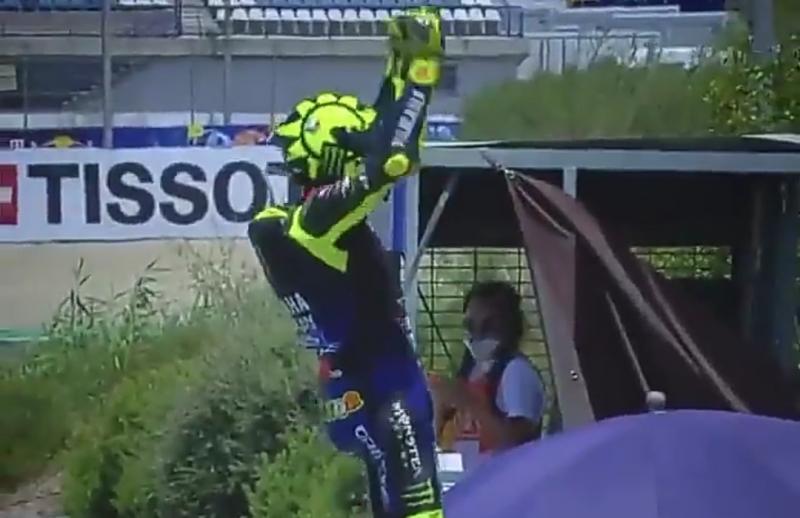 Selebrasi unik Valentino Rossi usai meraih podium ketiga di GP Andalusia