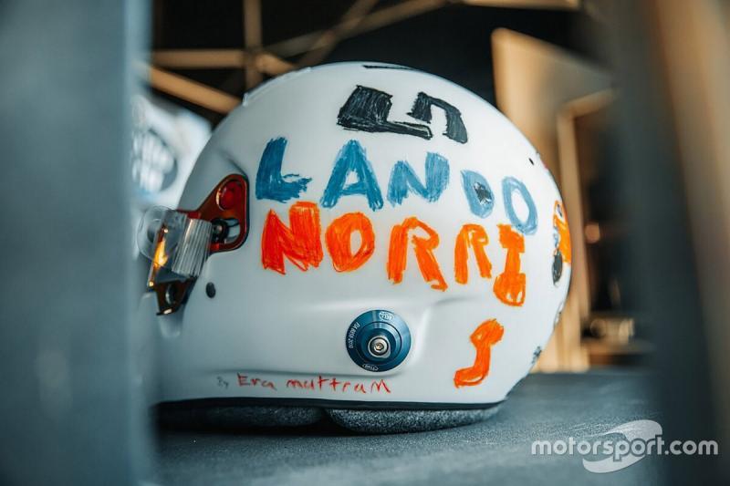 Ini corak helm khusus Lando Norris (McLaren) ke GP Inggris 2020. (Foto: motorsport)