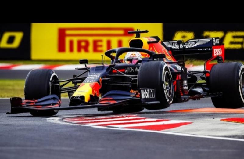 Max Verstappen (Belanda/Red Bull), sementara ungguli tim Mercedes di GP Inggris.