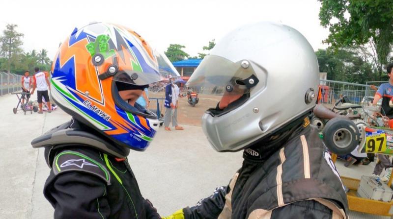 Rifat Sungkar dan putra sulungnya, El Mayka tengah berlatih gokart di Sentul International Karting Circuit