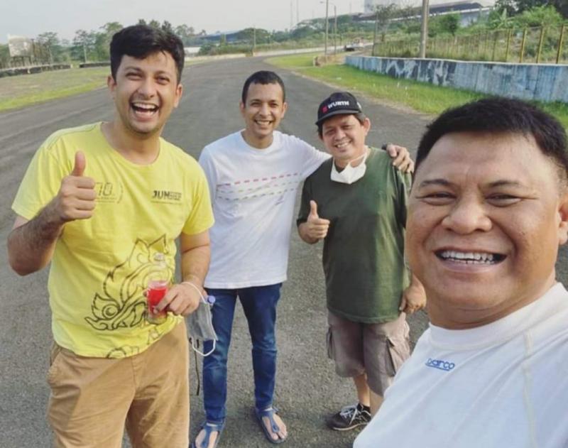Dari kiri Umar Abdullah, Avan Abdullah, Michael Andries dan Tomi Hadi. Selfie dulu sebelum latihan di sirkuit Sentul