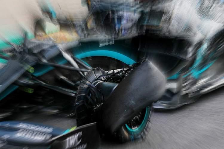 Ban depan Mercedes W11 besutan Valtteri Bottas yang oblak di tengah race GP Inggris lalu. (Foto: grandprix247)
