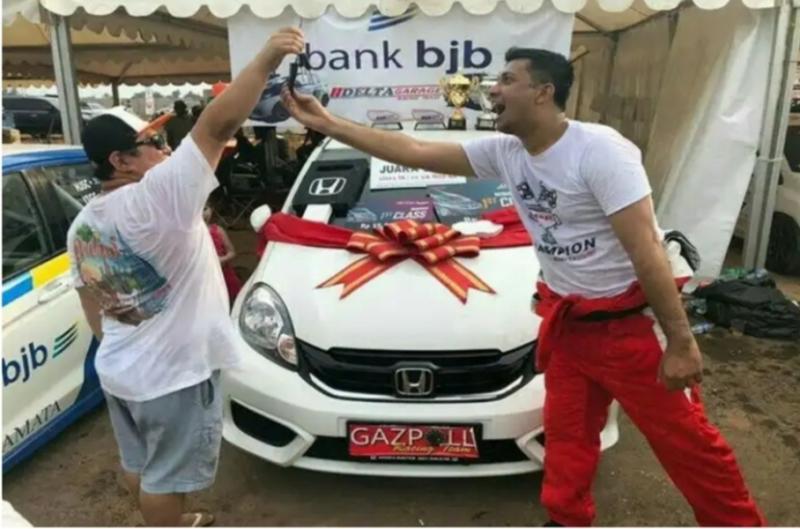 Umar Basalamah (kanan) dan Ferry Yanto Hongkiriwang promotor JSTC
