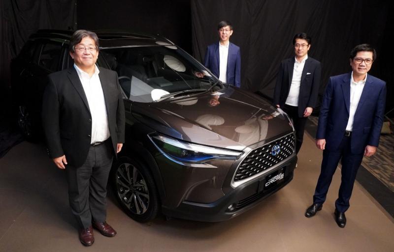 All New Corolla Cross saat diluncurkan bersama para petingggi Toyota Astra Motor