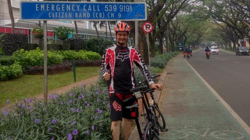 Hadi Taruna mulai aktivitas gowes di pagi hari memutari kawasan Bintaro, Tangerang Selatan