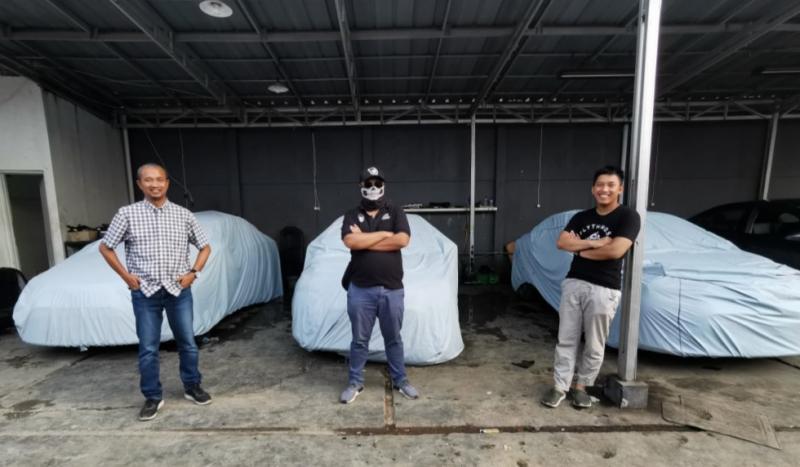 Tiga youtuber otomotif dari kiri Fitra Eri, MotoMobi, dan Ridwan Hanif siap hadapi tantangan