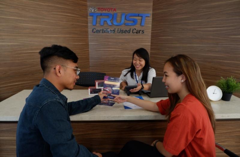 Toyota Trust menawarkan tukar tambah pemilik mobil Toyota bekas dengan mobil baru dengan nilai tinggi