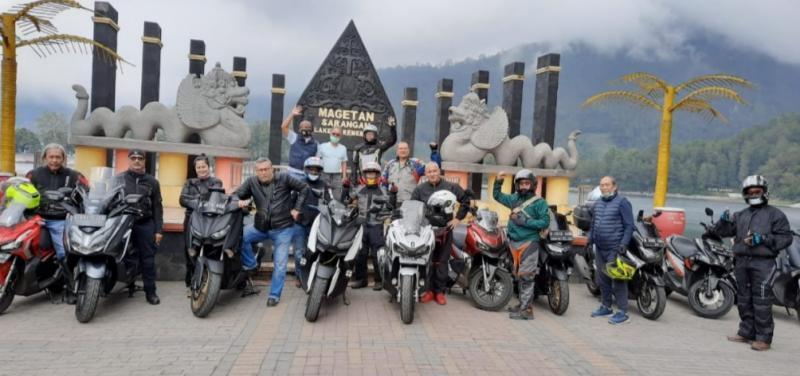 Rombongan Old Rider Touring ketika sampai di Tawangmangu, Jawa Tengah