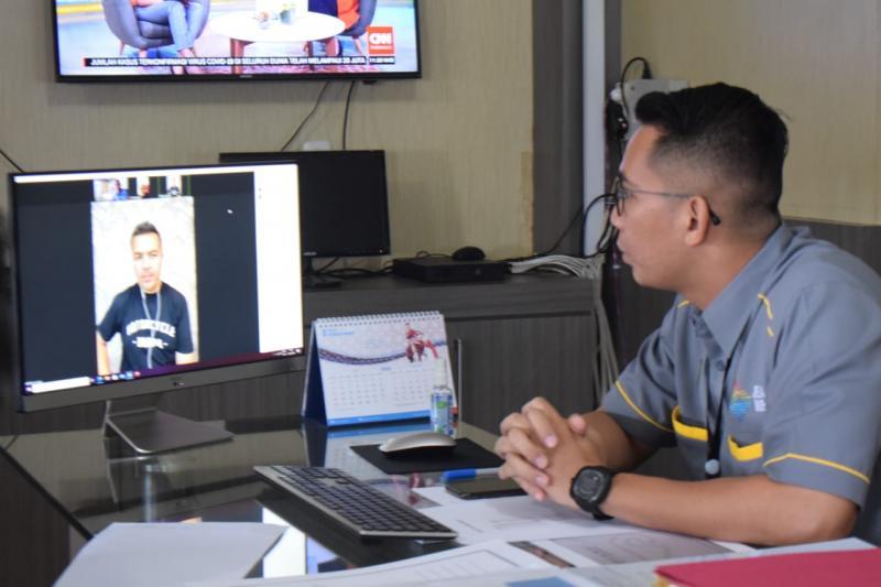 Kadispopar Muba Muhammad Fariz sedang ngobrol virtual dengan Rifat Sungkar