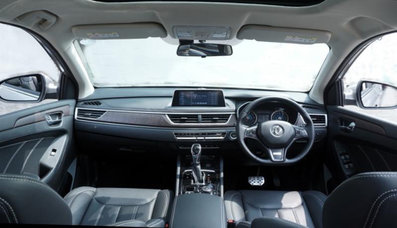 DFSK Glory i-AUTO dilengkapi dengan intelligent feature untuk melengkapi desain yang atraktif dan performa yang kuat.