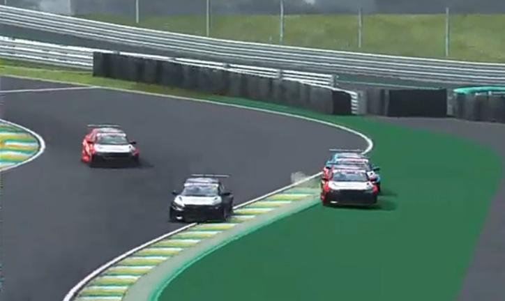 Insiden senggolan melibatkan mobil Ramstig, Jaka Siswoyo dan Ferris Stanley di Honda Racing Simulator Championship seri Interlagos