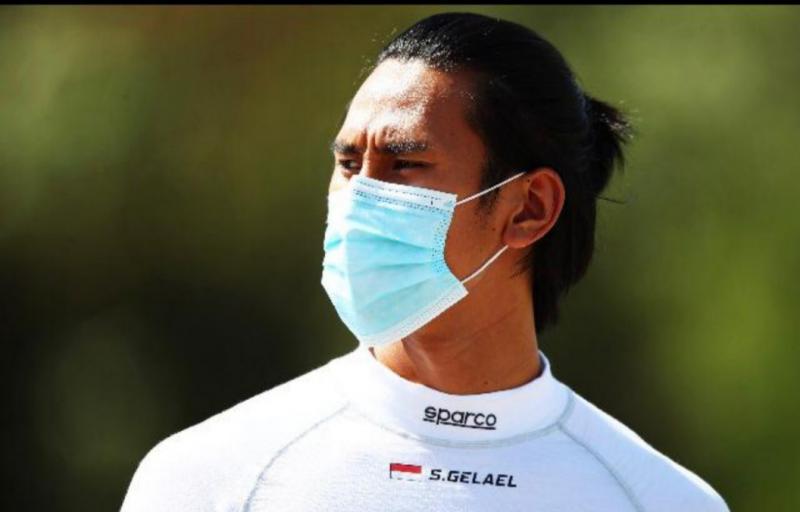 Pembalap tim DAMS yang didukung Pertamina, BNI dan Jagonya Ayam KFC Indonesia ini, mengalami cidera retak tulang akibat insiden pada Feature Race pada hari Sabtu kemarin.