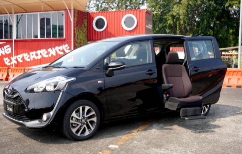 Toyota Sienta Welcab terasa lebih lega sehingga membuat penumpang lebih nyaman