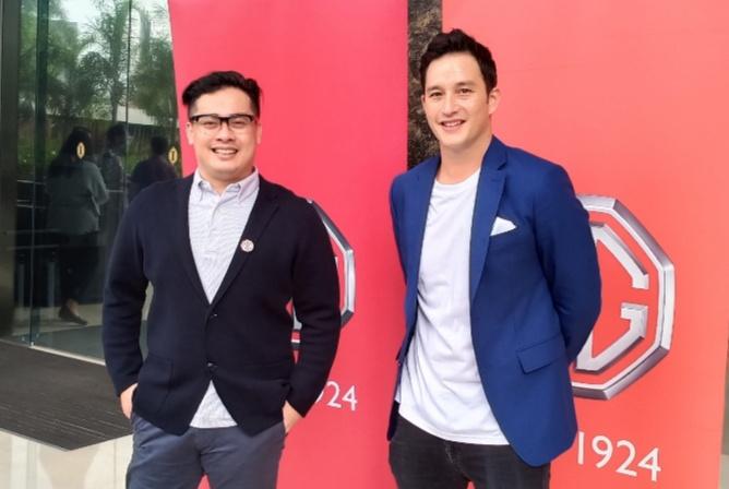 Mike Lewis (kanan) dan Arief Syarifudin selaku Marketing & PR Director MG Motor Indonesia. (foto : bs)