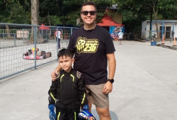 Rifat Sungkar dan putra sulungnya, El-Mayka Rifat Sungkar rajin berlatih gokart di Sentul International Karting Circuit Bogor