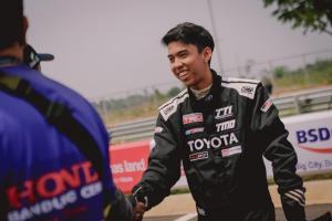 Jordan Johan, pembalap aspal di tengah keluarga offroader yang main di venue tanah. (foto : ist)
