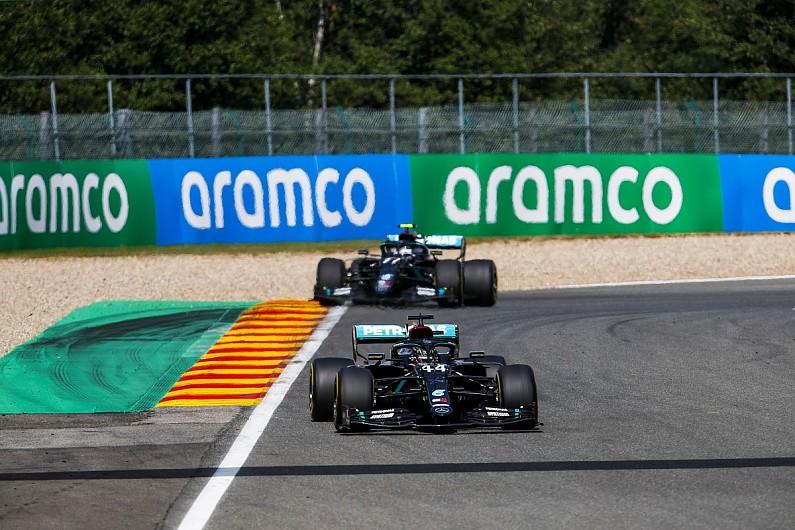 Duo Mercedes lagi-lagi konvoi ke garis finish, datar. (Foto: autosport)