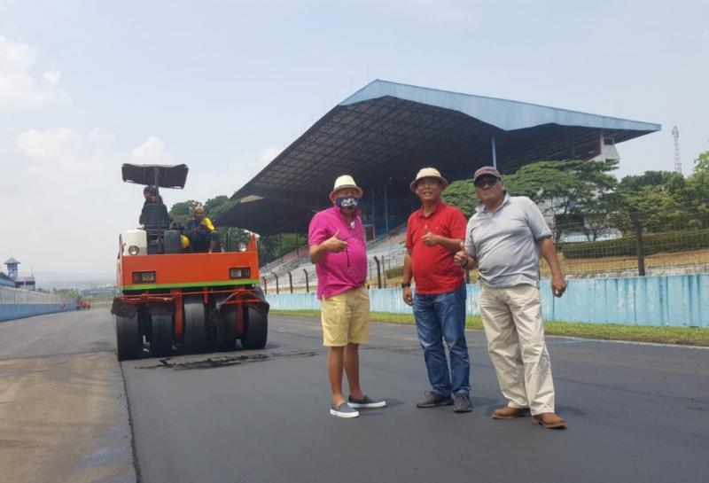 Dari kiri H. Tinton Soeprapto, H. Prasetyo Edi Marsudi dan Donny SQ kunjungi overlay sirkuit Sentul