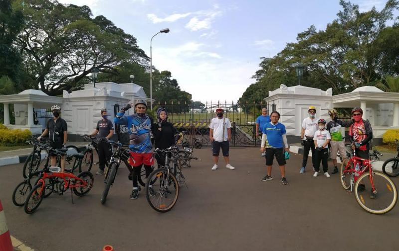 Gowes Barengan di Kota Bogor yang diikuti beberapa tokoh otomotif