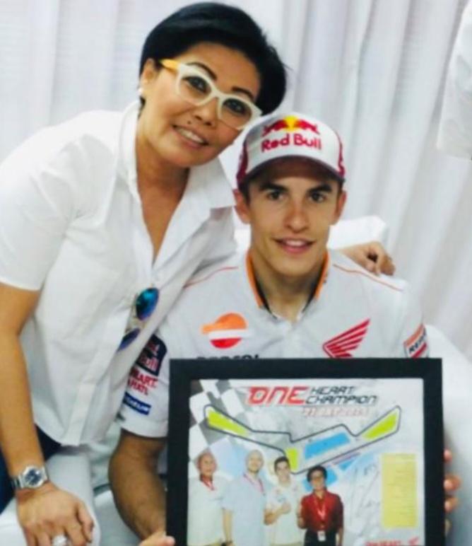 Lola Moenek dan juara dunia MotoGP asal Spanyol, Marc Marquez
