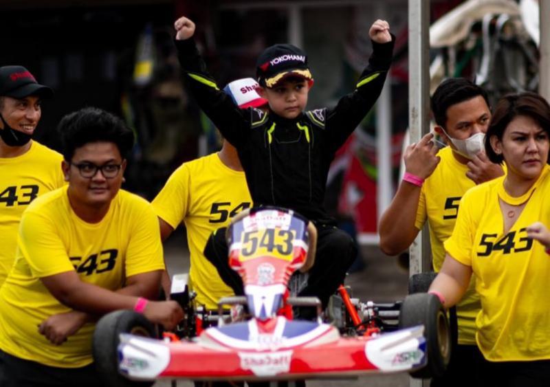 El-Mayka Rifat Sungkar melakukan debut di ajang gokart pada usia 6 tahun dan berhasil naik podium