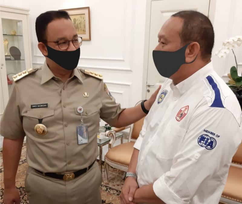 Gubernur Anies Baswedan dan Ketum IMI DKI Anondo Eko, semangati tim balap motor dan motocross ke PON Papua.