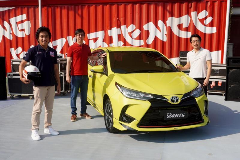Demas Agil (paling kiri), jatuh hati pada New Toyota Yaris