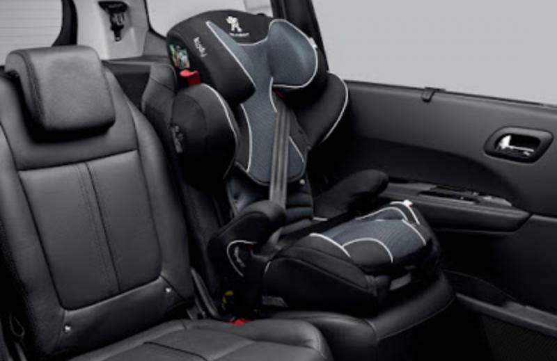 Jok Peugeot dilengkapi Isofix akomodasi baby car seat untuk safety