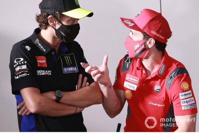 Valentino Rossi (Yamaha) dan Andrea Dovizioso (Ducati). (Foto: motorsport)