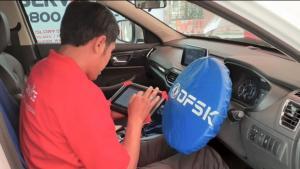Petugas mekanik andal dan terlatih DFSK siap melayani pelanggan setia di seluruh Indonesia