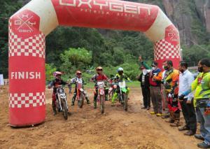 Bupati 50 Kota flag off melepas peserta trail adventure. (foto : Ende)