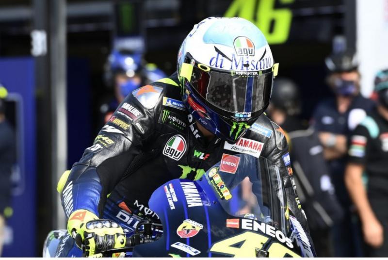 Valentino Rossi (Italia/Yamaha), hanya akan setahun di tim barunya pada 2021. (Foto: therace)