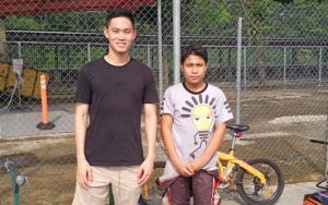 Presley Martono (kiri) dan Daffa AB, persaingan guru dan murid di Balap di Rumah Race Against Pandemic
