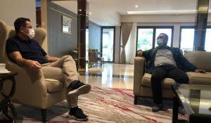 Sadikin Aksa (kanan) saat silaturahmi kepada Mensos Juliari Batubara di rumah dinas Widya Chandra Jakarta, Sabtu siang tadi