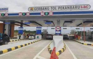Tol Pekanbaru - Dumai masih digratiskan untuk beberapa waktu, tapi pengendara tetap harus melakukan tapping kartu e-tolnya