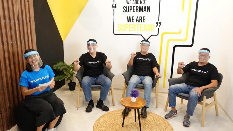 Para petinggi Adira Finance dari Harry Latif, Andy Sutanto dan Manuel Irwanputera saat launching virtual fitur motor baru Momotor.id